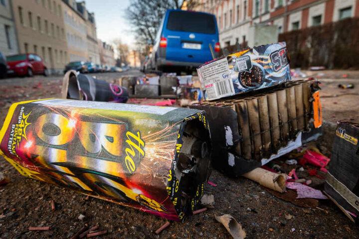 Silvestermüll auf den Straßen: Der ASR hatte am Mittwoch in Chemnitz einiges zu tun.