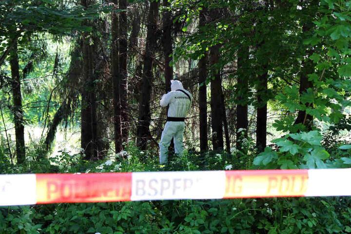 Experten der Spurensicherung durchkämmten das Gelände im Ortsteil Culitzsch nach Hinweisen.