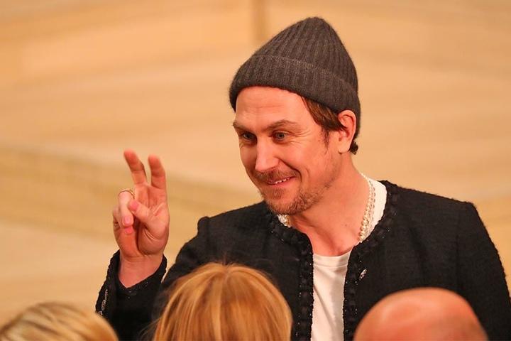 Lars Eidinger vor der exklusiven Modenschau im Großen Saal der Elbphilharmonie in Hamburg. Designer Lagerfeld hat dort mit prominenten Gästen am 06.12.2017 Premiere gefeiert.