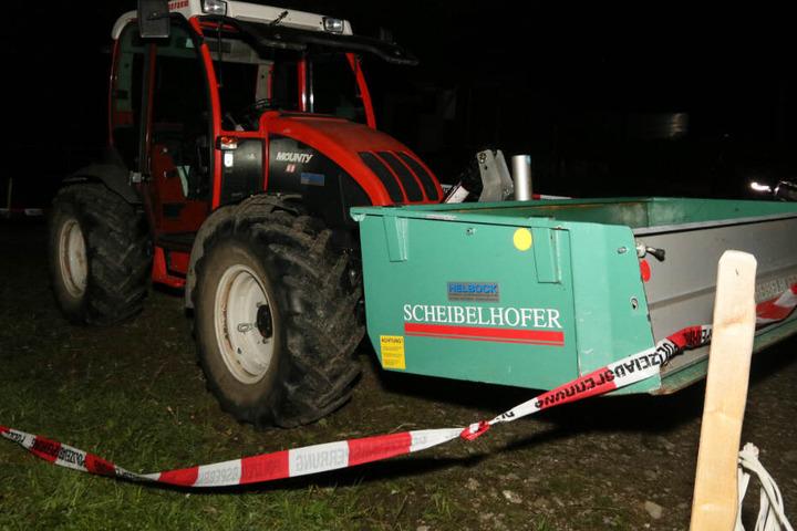 Bei einem Traktorunfall sind zwei Kinder tödlich verletzt worden.