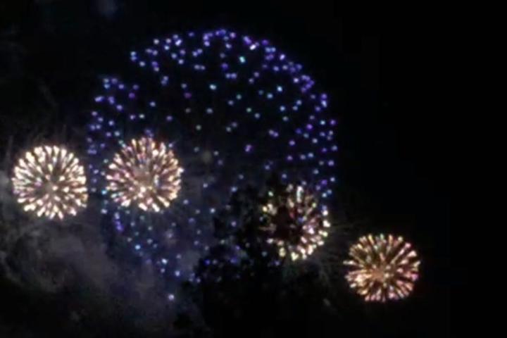 Das Feuerwerk fand zum Jubiläum der Stadtbahn statt.