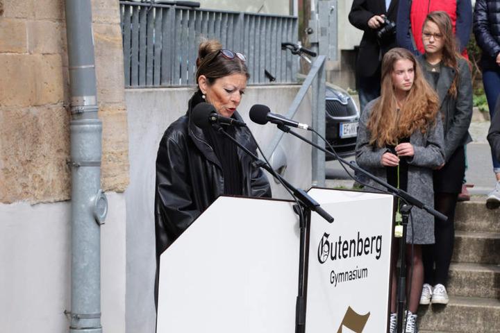 Die Schulleiterin sprach sich für Solidarität mit Betroffenen von Schulmassakern auf der ganzen Welt aus.