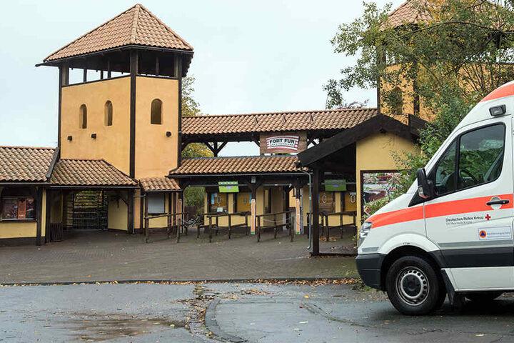 Der Rettungsdienst im Park hat den schwer verletzten Jungen sofort versorgt.
