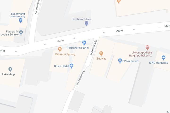 Am Subway-Restaurant an der Ecke Markt/Lazarettstraße stiegen die Angreifer aus zwei Autos und gingen auf die andere Gruppe los.