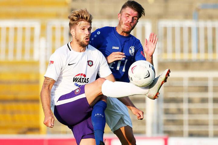 Philipp Zulechner (l.) erzielte am Dienstag gegen Viertligist Lok Leipzig den Endstand zum 3:1.