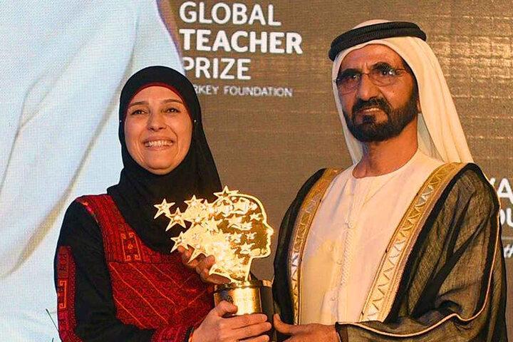 2016 ging der Preis an Hanan al-Hroub. Überreicht wurde er von Scheich Mohammed bin Rashid Al Maktoum