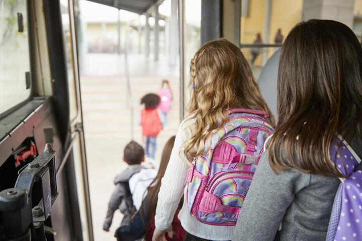 Schulfahrten in die neuen Bundesländer könnten das Gemeinschaftsgefühl stärken. (Symbolbild)
