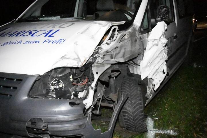 Auch die Front des Caddy wurde bei dem Crash komplett eingedrückt.