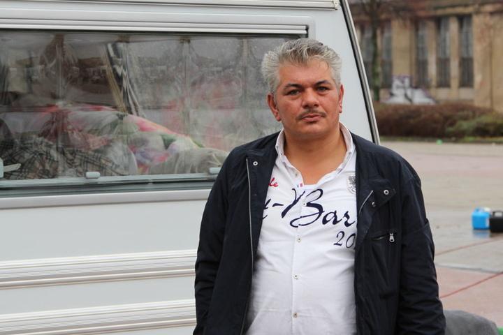 Josef Mojs (41) ist das Oberhaupt des französischen Teils der Roma-Großfamilie. Nach seiner Auskunft werden bis zu 1000 Roma zur Trauerfeier erwartet.