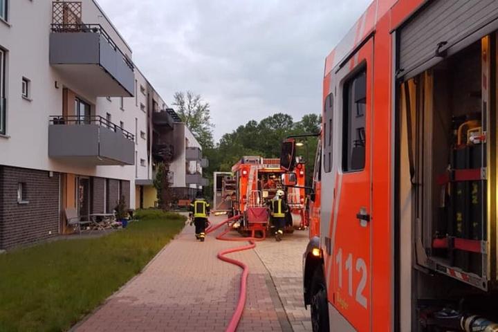 Die Kameraden der Leipziger Feuerwehr konnten die Bewohnerhin nur noch tot bergen.