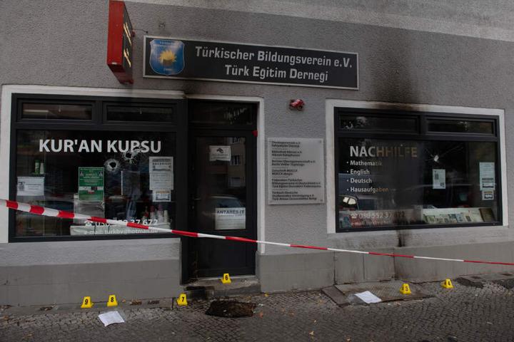 Auf einen türkischen Bildungsverein in Berlin-Neukölln ist am 20.09.2018 mutmaßlich ein Brandanschlagverübt worden.