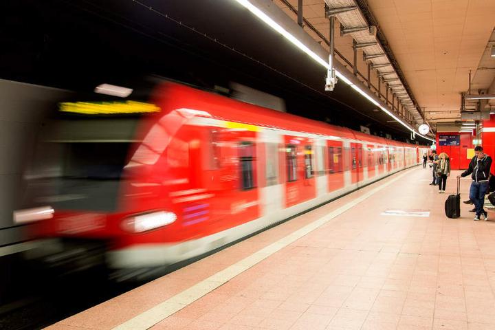 Noch bis Mitternacht kam es zu erheblichen Beeinträchtigungen im S-Bahn-Verkehr. (Symbolbild)