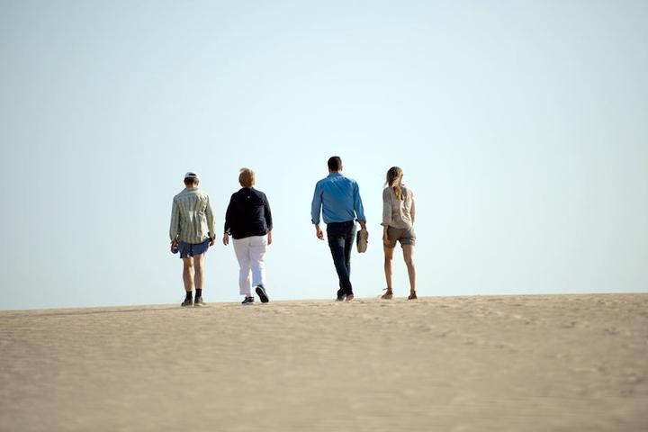 Von links: Merkels Mann Joachim Sauer mit der Kanzlerin und Spaniens Ministerpräsident Sanchez samt Frau im Nationalpark Coto de Donata.