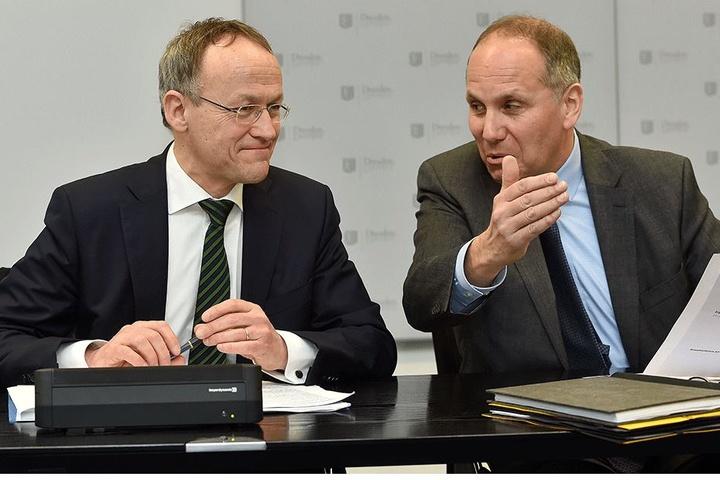 Lächelt ob der Kritik von Rechnungsprüfungsamts-Chef Herbert Gehring (58, r.) gequält: Finanzbürgermeister Dr. Peter Lames (53, SPD).