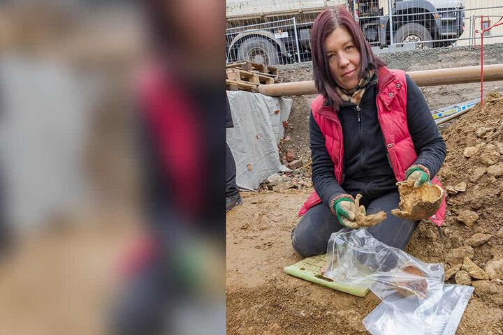 Anthropologin Bettina Jungklaus (53) aus Berlin war an den Ausgrabungen beteiligt. Spannendste Entdeckung war das Skelett eines Mannes. Er wurde vor über 500 Jahren in der Klostergasse ermordet.