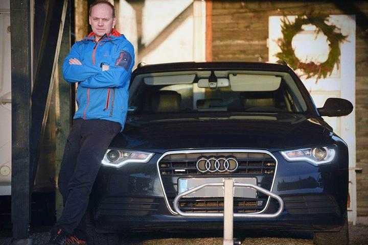 Ein Parkbügel soll nun verhindern, dass Ray W. (48) nochmal seinen Audi verliert.