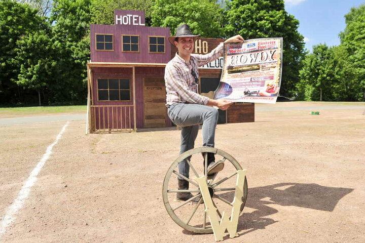 Geplant hat Bonesky viel für das verlängerte Wochenende: Rodeo, Lassoturnier, Schießbuden, Pferdeshow, Apfeltauchen, Bogenschießen, etc.