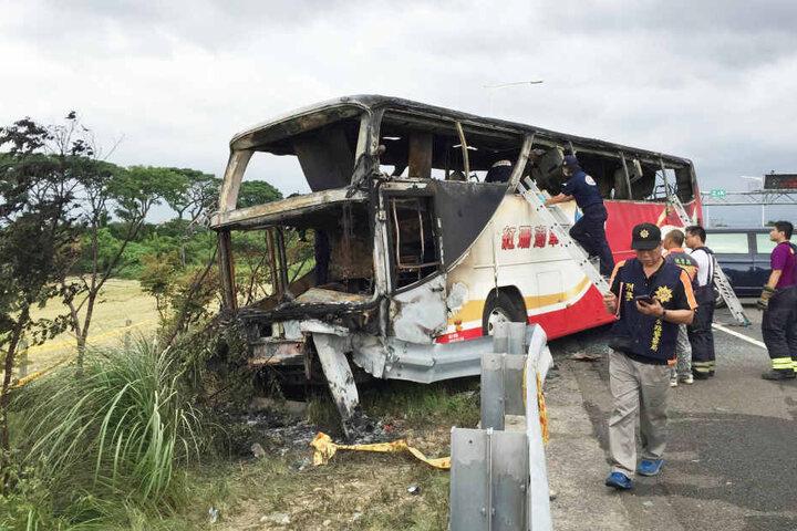 Laut Behörden habe der Busfahrer den Brand selbst gelegt.