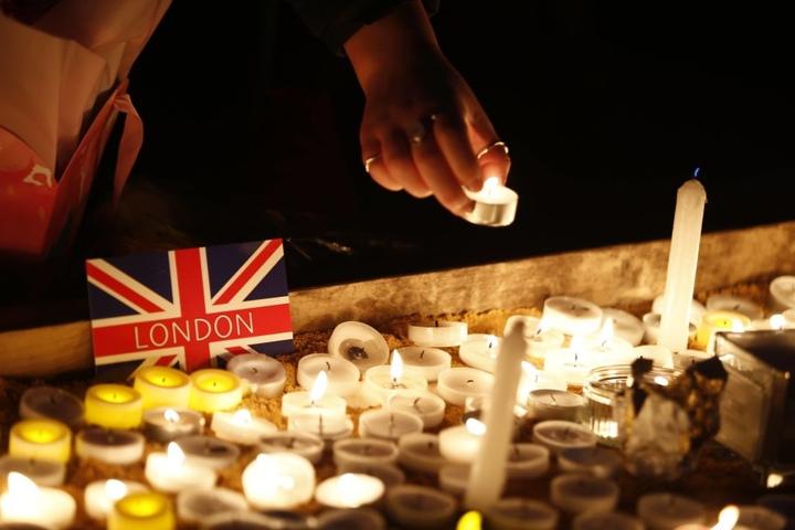 Am Trafalgar Square versammelten sich tausende Menschen zum Gedenken an die Opfer des Anschlags.
