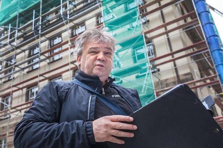 Herr der Baustelle: Der Hainichener Architekt und Planer Jan Brückner (54)  hat jedes Detail der Rathaus-Sanierung im Blick.