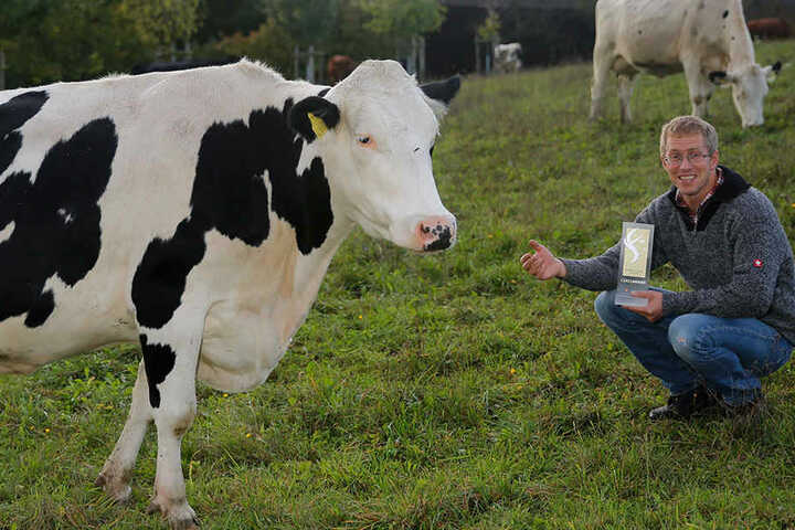 Für seine 48 Milchkühe will der Biobauer in seinem Hof eine eigenen Molkerei  bauen.