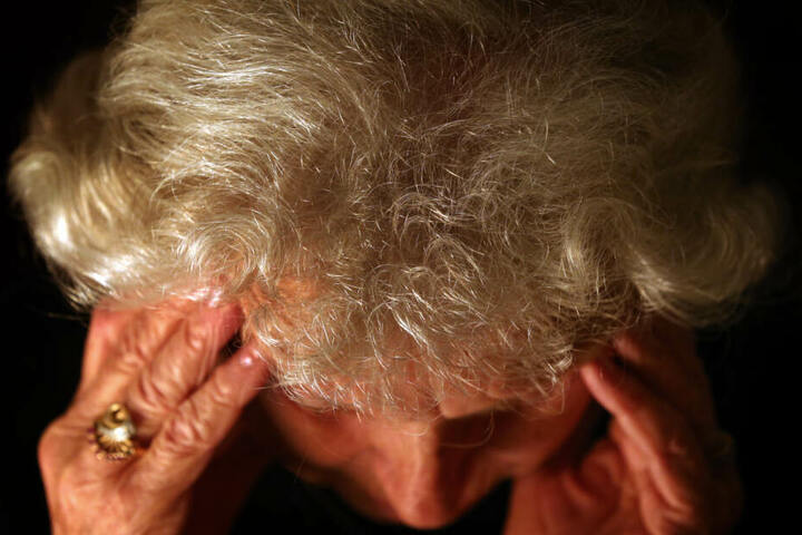 In den nächsten Jahren könnten allein in Bayern bereits mehr als 300.000 Menschen von Demenz betroffen sein. (Symbolbild)