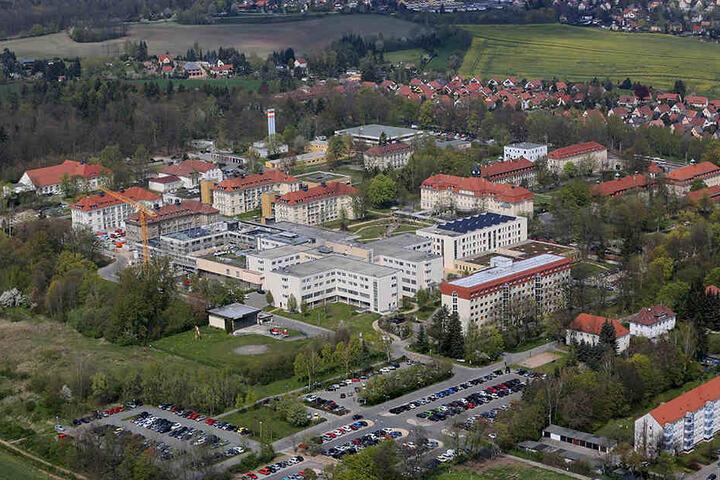 Das HBK hat noch Außenstellen in Glauchau und Kirchberg, beschäftigt 2500 Mitarbeiter und hat 900 Betten.