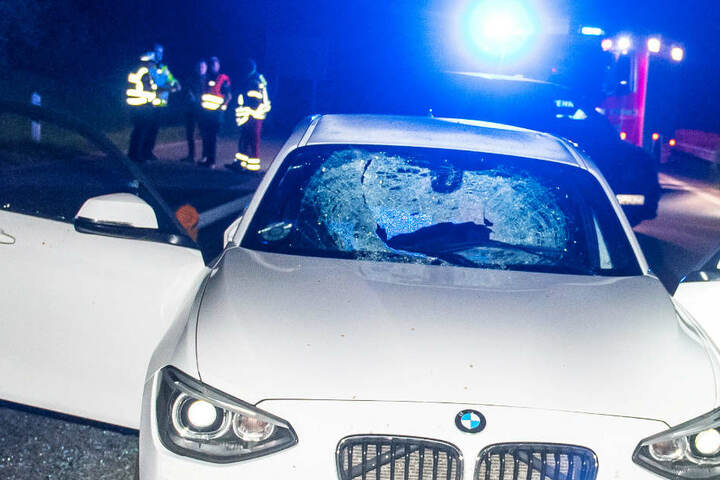 Steinewerfer auf A7: Einschlag auf Scheibe - Frau (58) schwer verletzt