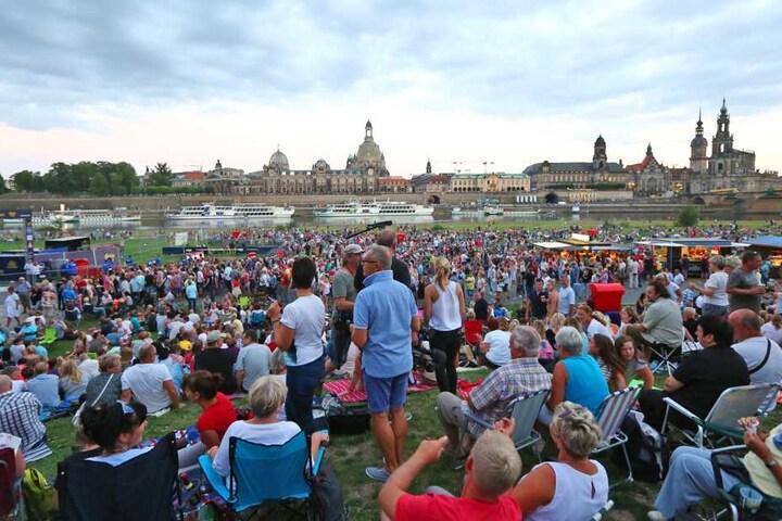 Drinnen und draußen feierten rund 20.000 Fans.