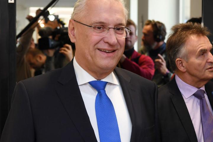 Joachim Herrmann begrüßt die Themengewichtung von Annegret Kramp-Karrenbauer. (Archivbild)
