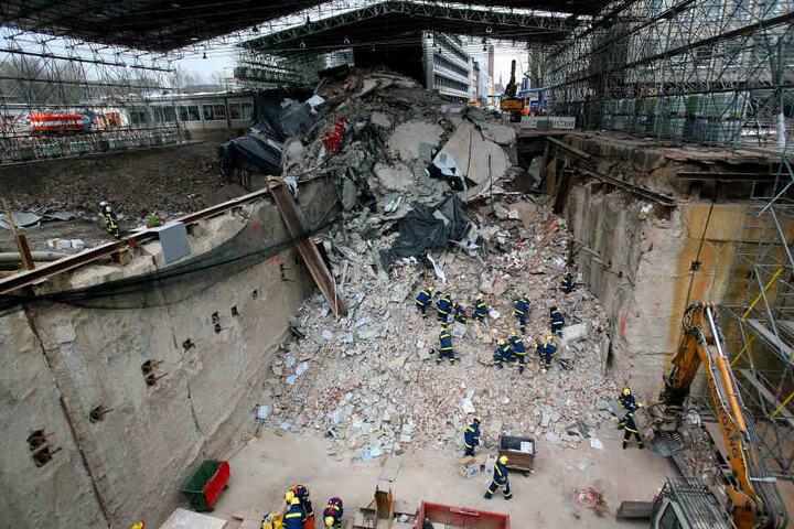 In den Trümmern starben zwei Menschen.