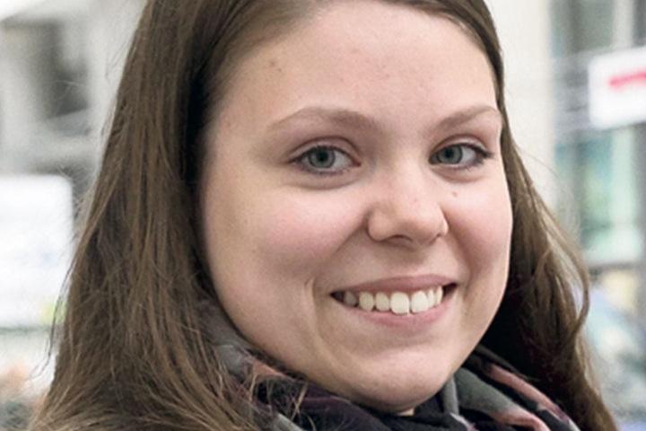 """Gina Weinkauf (23), junge Mutti aus Dresden, weiß es noch nicht: """"Ich muss mich damit noch beschäftigen, habe aber gerade Wichtigeres zu tun. Ich werde aber auf jeden Fall zur Wahl gehen."""""""