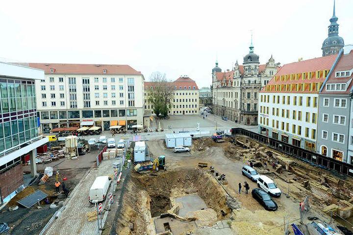 Bis Januar wird die Baustelle an der Schloßstraße noch archäologisch  untersucht. Danach entsteht auf der Fläche ein neues historisches Quartier mit  mehreren Nachbauten aus barocker Zeit.