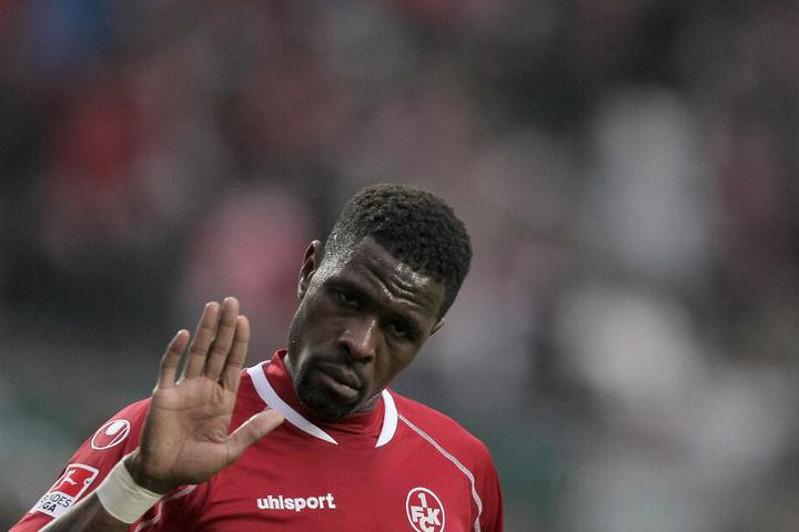 Mohamadou Idrissou im Trikot des 1.FC Kaiserslautern in der Saison 2012/13.