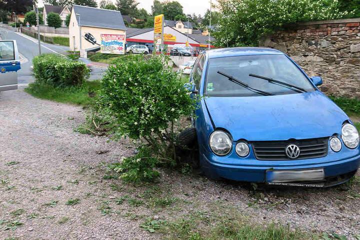Bei dem Unfall wurden am Samstagabend zwei Personen verletzt.