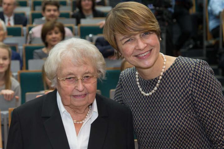 An Weihnachten gibt es wieder Kasseler und Sauerkraut bei Steinmeiers Mutter Ursula (links).
