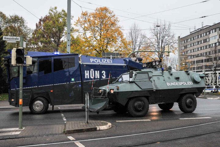 Auch schweres Geschütz der Polizei, wie Wasserwerfer, wurden aufgefahren.