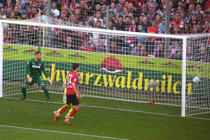 Kölns Torwart Timo Horn beim ersten Gegentreffer.
