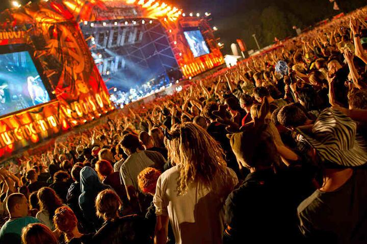 """700.000 Besucher sind derzeit auf dem Festival """"Haltestelle Woodstock"""". Mit weiteren Menschen wird zum Wochenende gerechnet."""