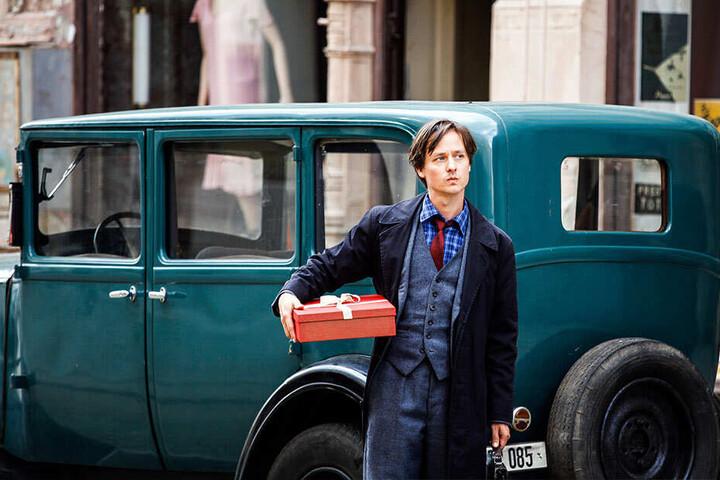 """Schauspielstar Tom Schilling (37) verkörpert Kästners """"Fabian"""" in der Neuverfilmung, die derzeit in Görlitz gedreht wird."""