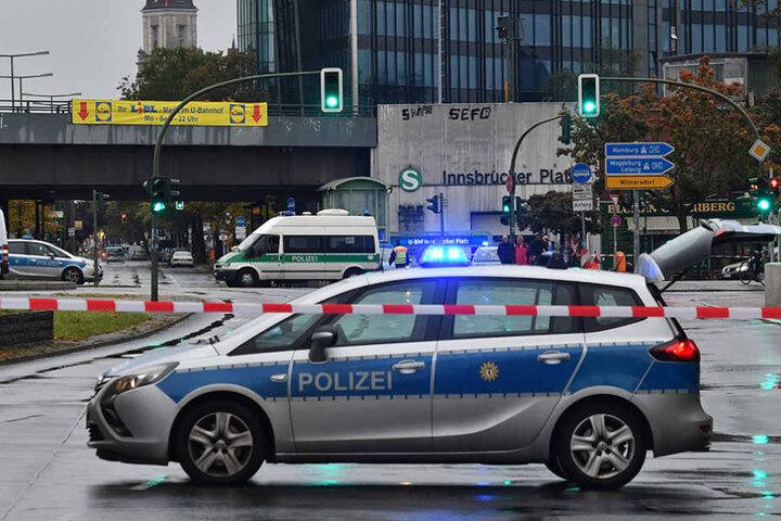 Die Polizei hat für die Entschärfung das Gebiet um die Bombe abgesperrt.