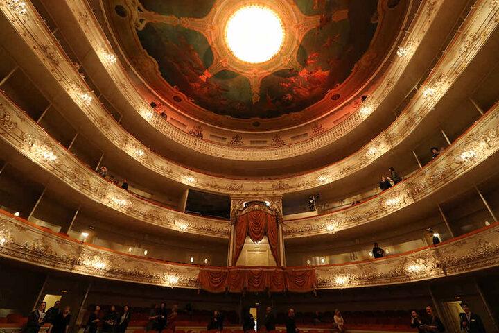 Im Michailowski-Theater findet beim Opernball die Gala statt, zu Schmaus und Tanz ziehen die Gäste danach in die Philharmonie um.