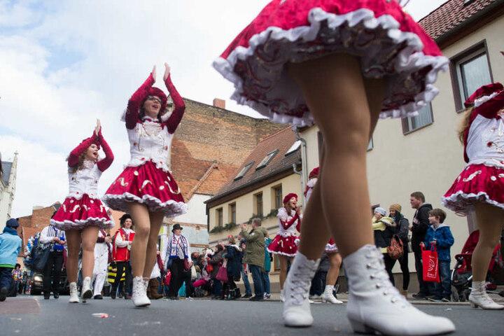 Die Parade ist der Höhepunkt des Straßenkarnevals in der Domstadt.