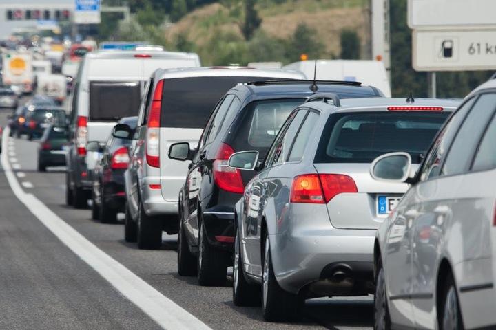 Der Unfall sorgte für einige Behinderungen auf der A4. (Symbolbild)