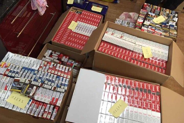 Die Beamten sicherten Hehlerware in Form von Alkohol, Tabakwaren, hochwertiger Kosmetik, Kindernahrung und umfangreiches Beweismaterial.