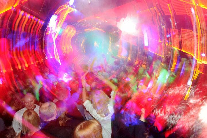 Am Abend könnt Ihr bei der AO in der Weberei tanzen.