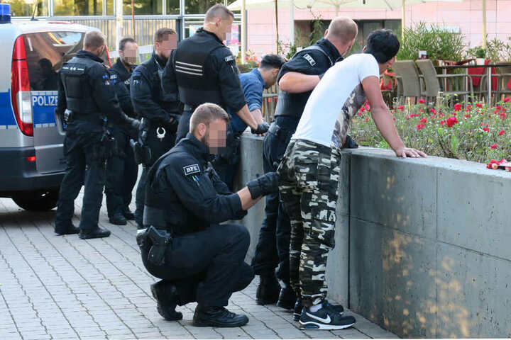 Die Polizei musste am Dienstag mehrere Platzverweise im Stadthallenpark erteilen.