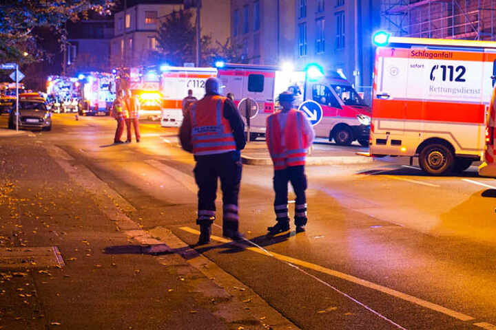Der Rettungsdienst entsandte drei Notarzt-Einsatzfahrzeuge sowie sieben Rettungswagen.