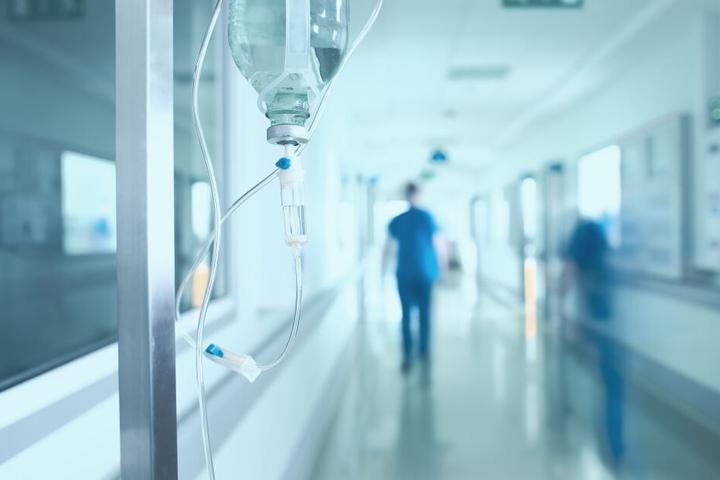 Aufgeregte Familienangehörige waren nach der Tat in das Krankenhaus gestürmt (Symbolbild).
