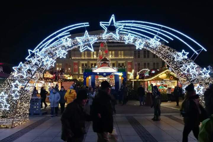 """Alle Infos zum Weihnachtsmarkt und dem Weihnachtsmann gibt es unter www.leipzig.de/weihnachtsmarkt oder auf Facebook unter """"Leipziger Märkte""""."""